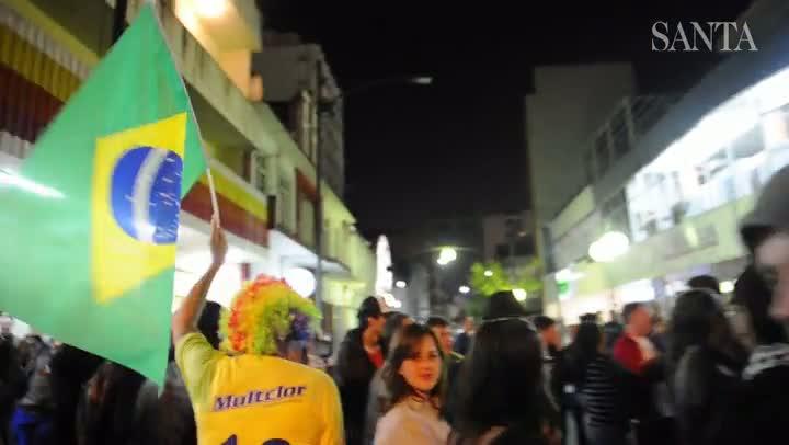 Paixão pelo Brasil nas ruas de Blumenau