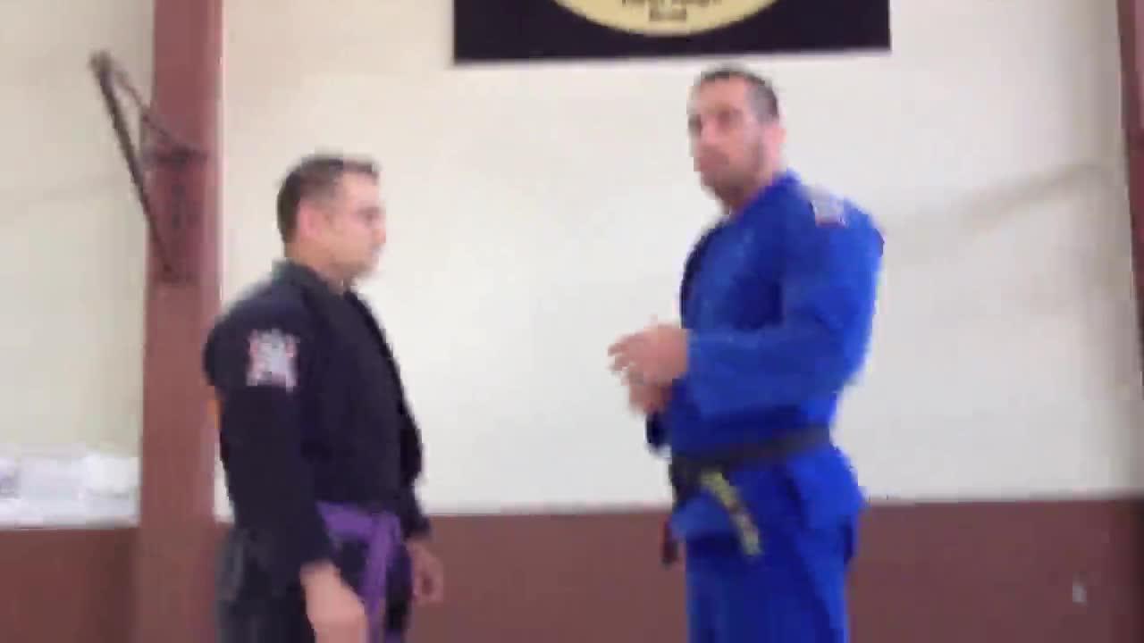 Conheça o tripé da guarda no Jiu-Jitsu. 28/09/2013