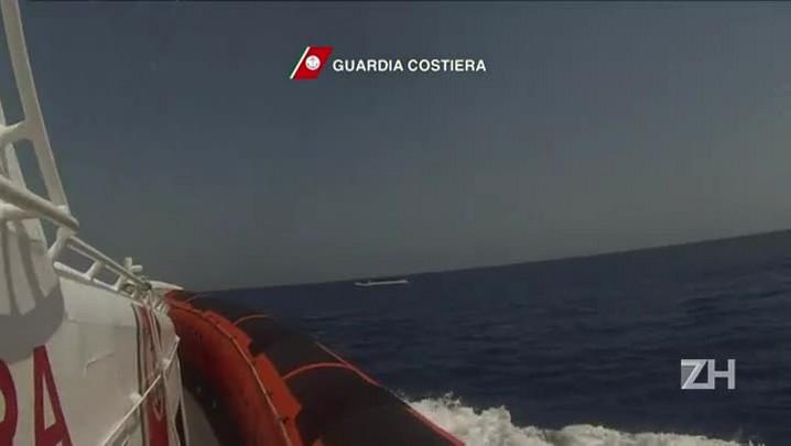 Navio sueco resgata imigrantes no Mediterrâneo