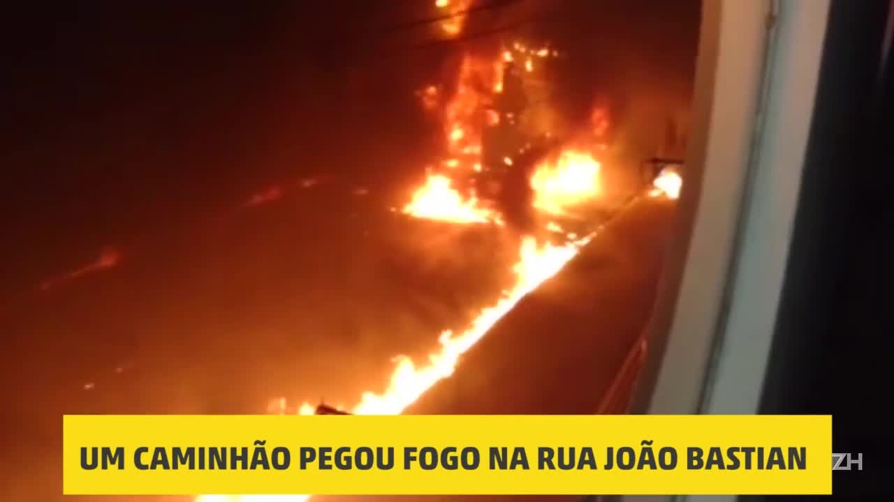 Caminhão pega fogo na rua João Bastian