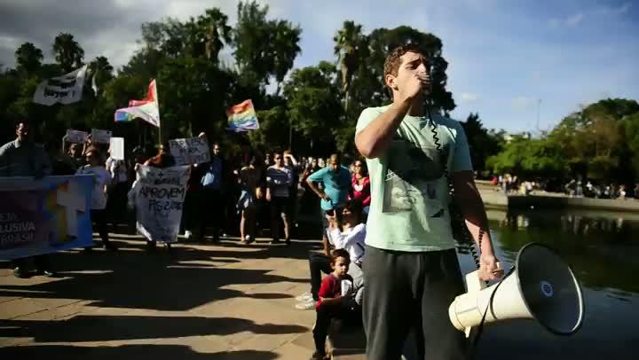 Manifestantes vão à Redenção contra pastor