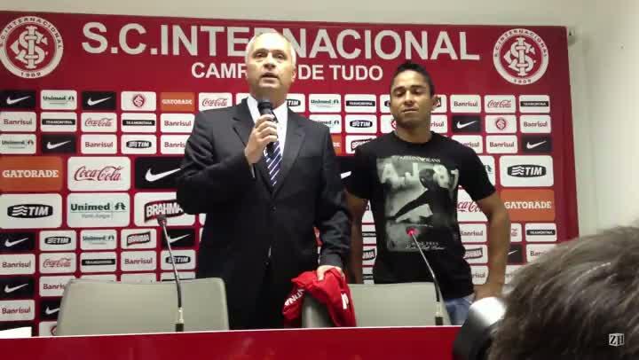 Jorge Henrique é apresentado no Inter