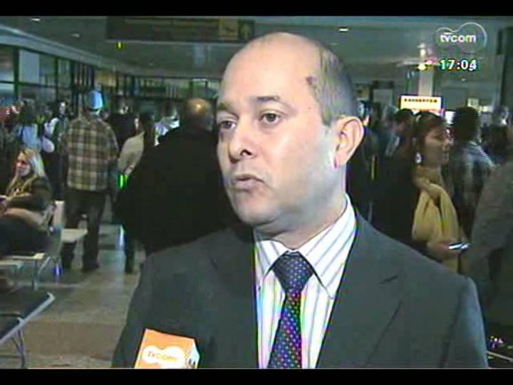 """Porto da Copa - Especial \""""1 ano para a Copa\"""": saiba como o aeroporto se comportou na semana em que as seleções do Brasil e França desembarcaram em Porto Alegre - Bloco 1 - 12/06/2013"""