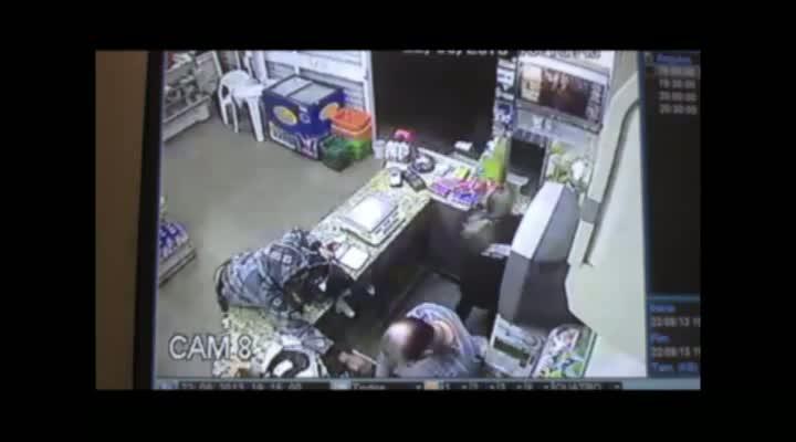 Dupla assalta padaria em Camobi