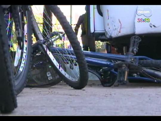 TVCOM 20 Horas - Duas ciclistas morrem atingidas por ônibus em diferentes regiões de POA - Bloco 1 - 20/03/2014