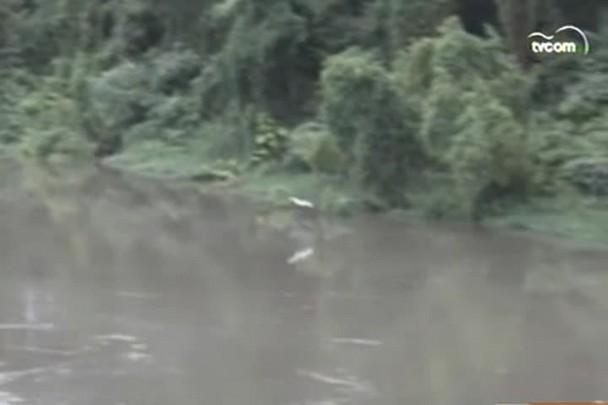 TVCOM 20h - Resíduos de carvão depositados no fundo do rio Tubarão emergem com a chuva - 12.12.14