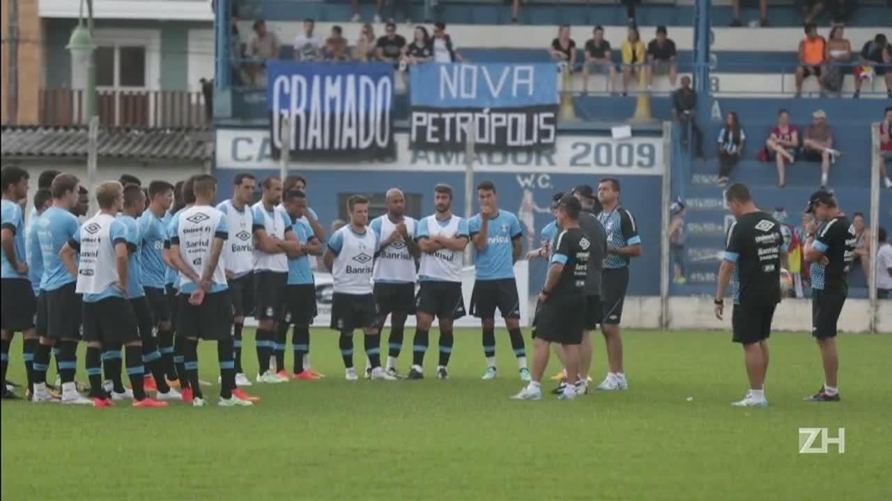 Com neblina e chuva, Grêmio treina na Serra