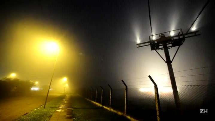 5 voos cancelados devido à neblina na capital