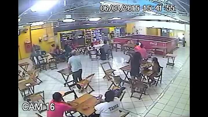 Câmeras de seguranca do Shopping Independência registram momento em que homem foi morto