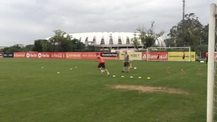 Lisandro López volta a treinar após lesão