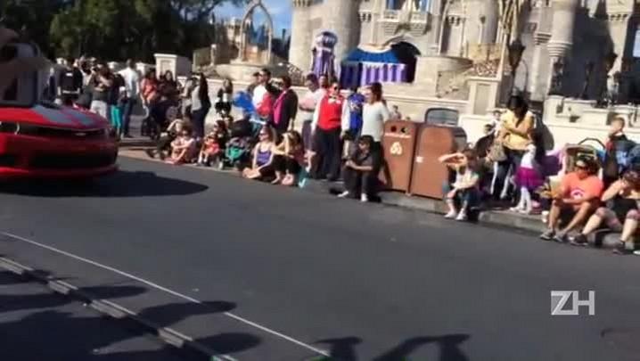 D\'Alessandro e Ronaldo Nazário participam da Disney Parade