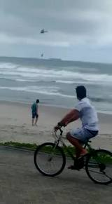 Resgate de banhista que se afogou na Prainha de S�o Francisco do Sul