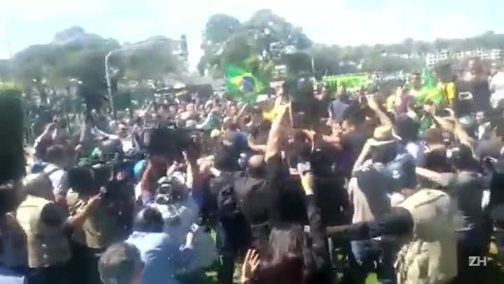 Encontro gera conflito entre manifestantes contra e a favor do governo em Brasília