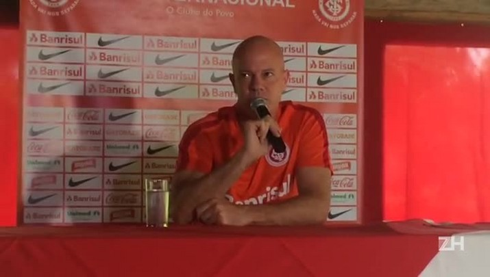 Zago fala possibilidade de William ser titular no Gre-Nal