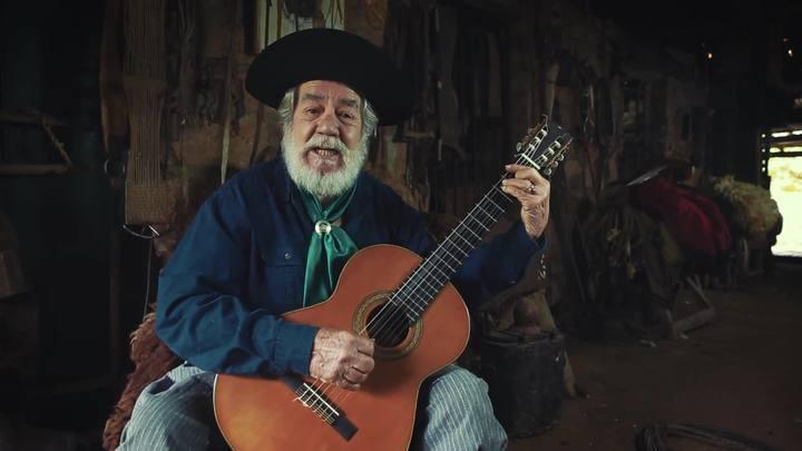"""Telmo de Lima Freitas canta \""""O Esquilador\"""""""