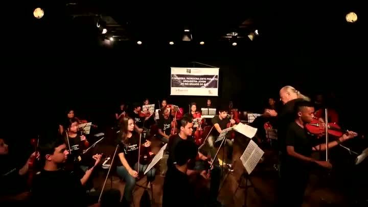 Orquestra Jovem toca concerto nº 12 de Antonio Vivaldi