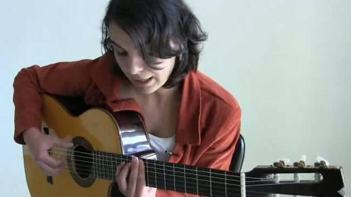 Bianca Obino, voz e violão