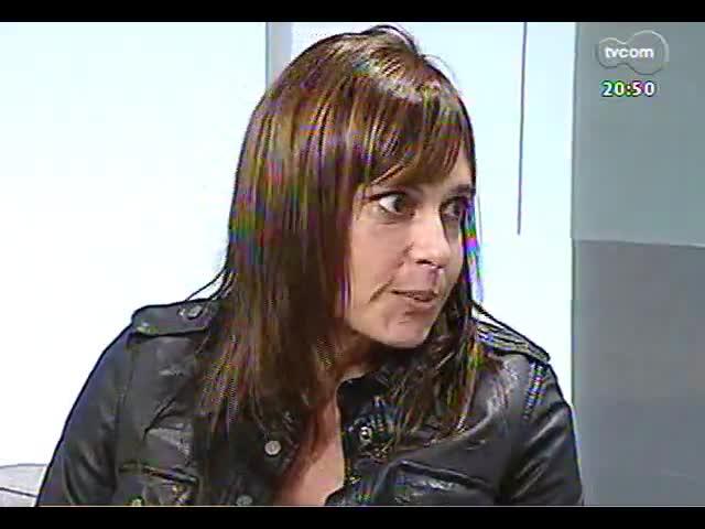 TVCOM Tudo Mais - Sara Bodowsky bate um papo com a colunista Cláudia Tajes
