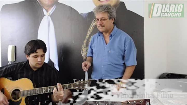 Estrelando Teixeirinha: Teixeirinha Filho e Teixeirinha Neto cantam em homenagem ao Rei do Disco