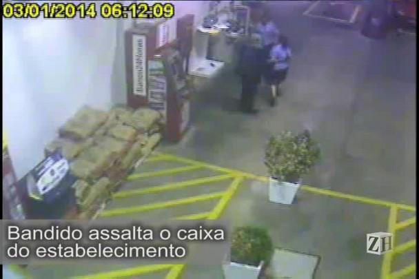 Câmeras de segurança mostram assalto a posto de combustíveis na Capital