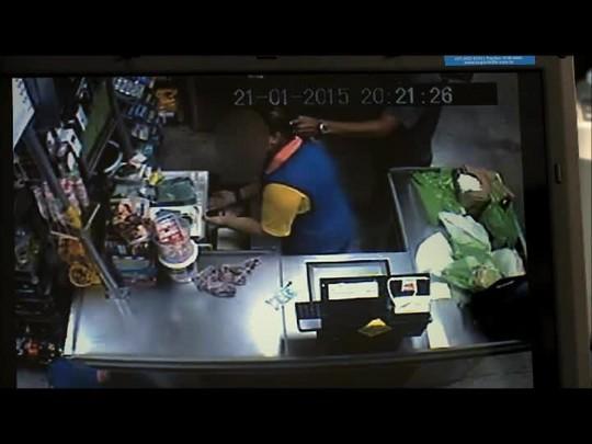 Câmeras de segurança flagram assalto a mercado em Joinville