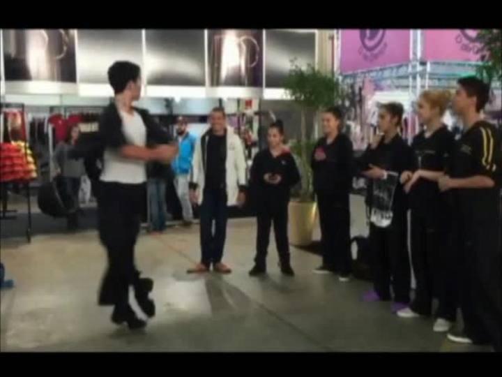 Tecnologias da Feira da Sapatilha ajudam bailarinos que vêm a Joinville