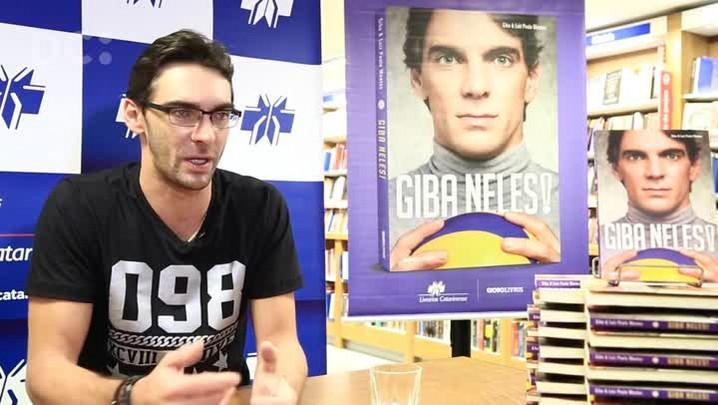 Giba fala sobre o lançamento de seu livro e sua relação com Florianópolis