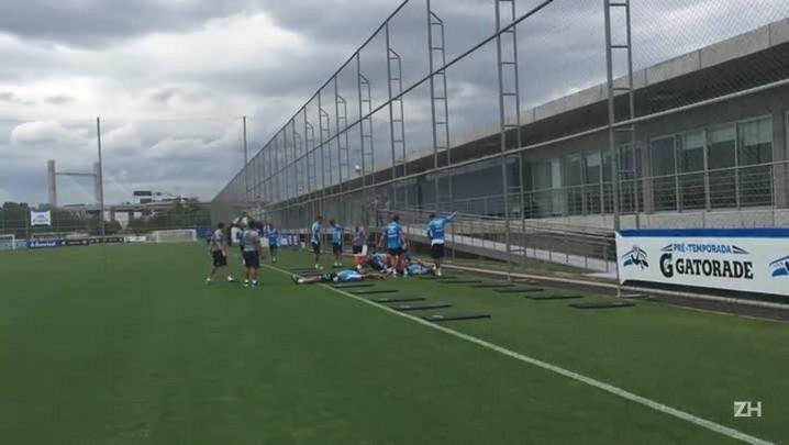 Jogadores gremistas realizaram trabalhos físicos no CT Luiz Carvalho