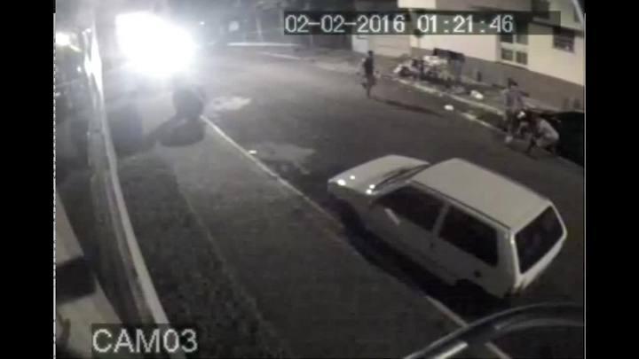 Morador de rua é agredido por funcionários de empresa de coleta de lixo
