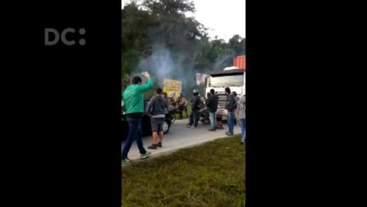 Polícia Militar dispersa manifestação na BR-101, em Navegantes