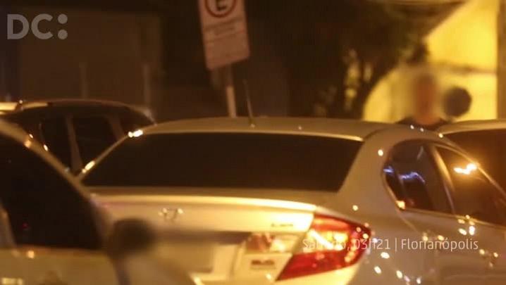 Homem flagrado dirigindo após ingerir bebida alcoólica