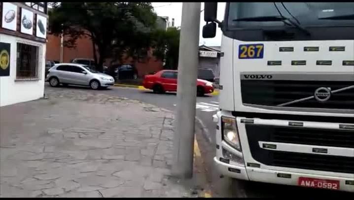 Trecho problemático dificulta entrada de caminhões no bairro Bela Vista, em Caxias