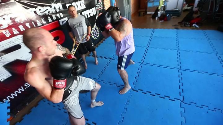 O lutador Dimitry Zebroski treina para o Jungle Fight 47