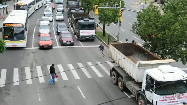 Protesto a favor da extração de areia prejudica trânsito na Capital