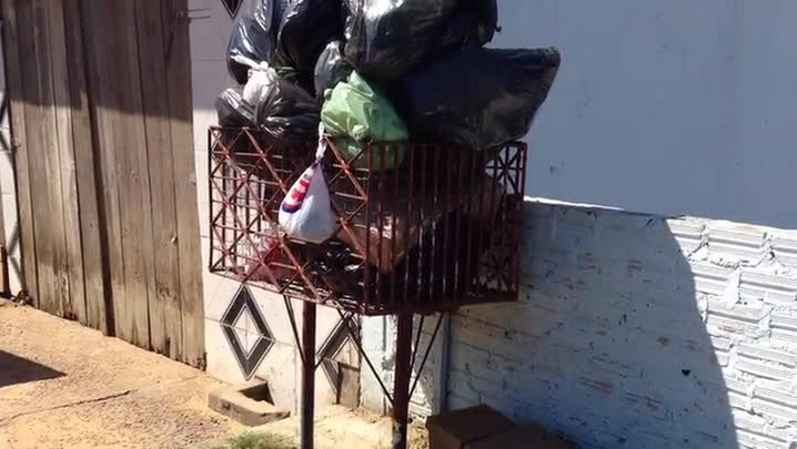 Moradores de Viamão sofrem com atraso no recolhimento de lixo