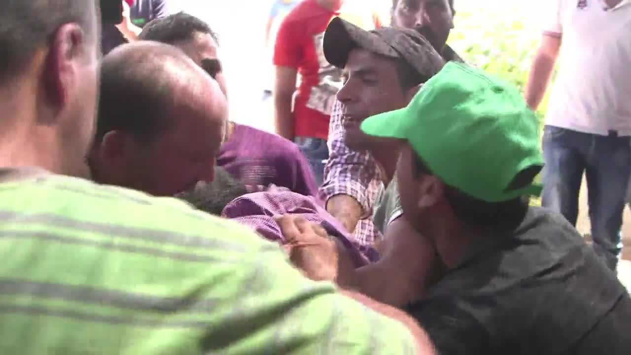 Comoção durante o funeral do pai do bebê palestino queimado vivo por judeus extremistas