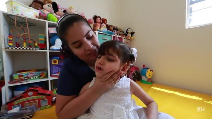 Menina mexicana abre debate sobre maconha medicinal