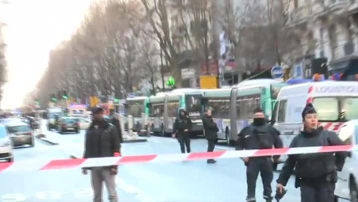 Homem é morto após tentar atacar delegacia em Paris