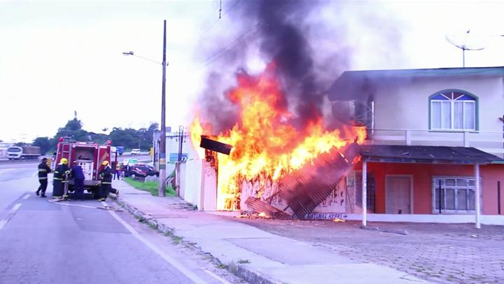 Incêndio em lanchonete de Biguaçu é contido por bombeiros
