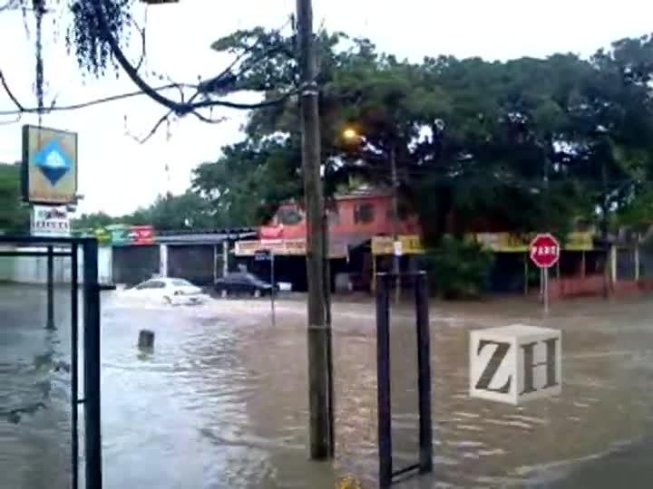 Alagamento na zona sul de Porto Alegre