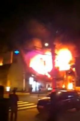 Vídeo do incêndio na loja de tecidos no Estreito