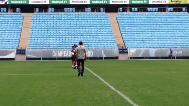 Barcos visita o treino do Grêmio