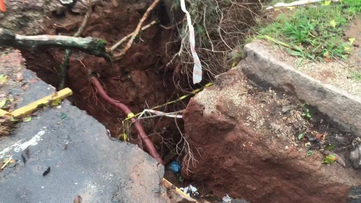 Buraco no bairro Teresópolis coloca moradores em perigo