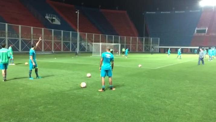 """Chapecoense bate-bola no \""""Nuevo Gasómetro\"""", estádio do jogo com o San Lorenzo"""
