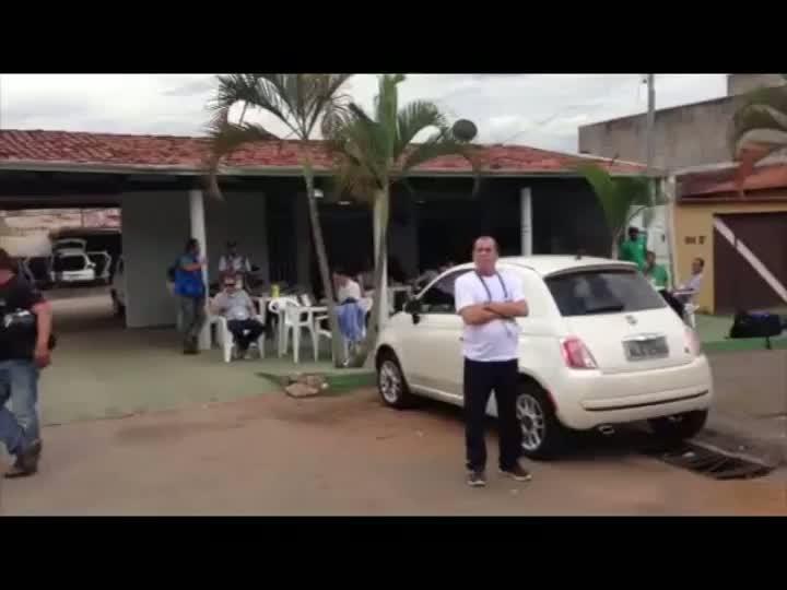 Torcedores, imprensa e até cachorro para ver o treino da seleção - 06/05/2013