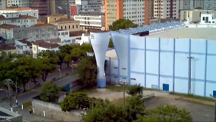 Alunos sobem em caixa d\'água de escola em Florianópolis