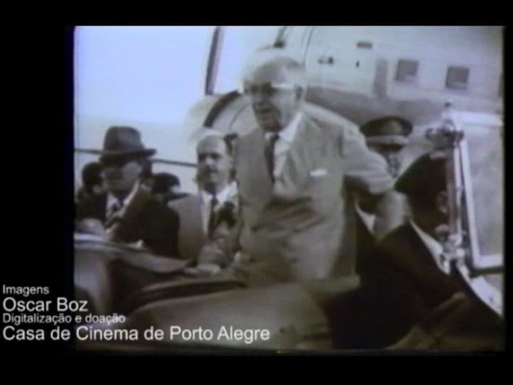 Getúlio Vargas chega a Caxias para inaugurar o Monumento ao Imigrante, em 1954