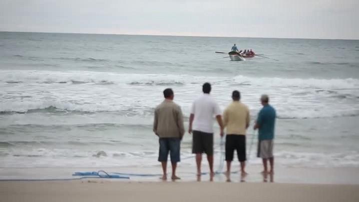 Cerco de tainha na praia do Santinho