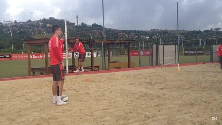 Quatro volantes do Inter treinam na caixa de areia
