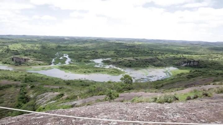 Tirolesa é atração para turistas em Minas do Camaquã